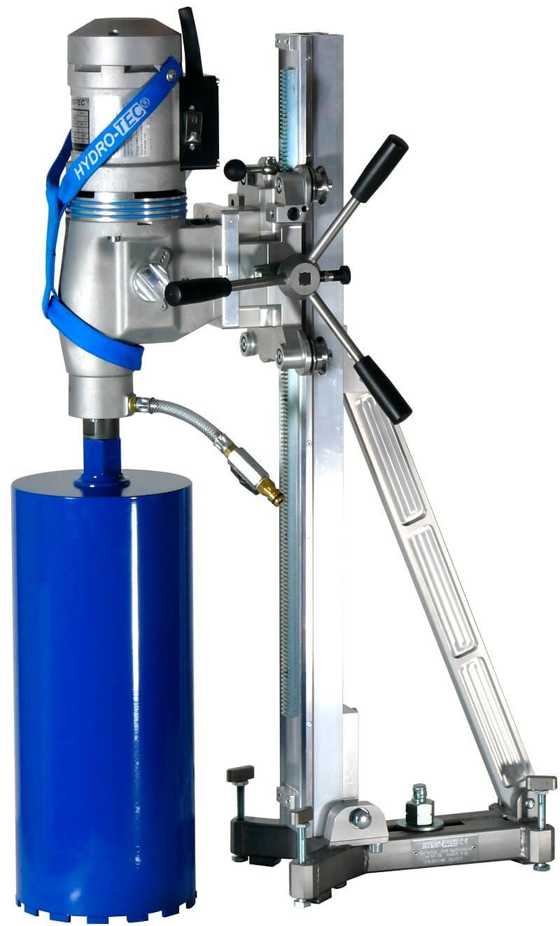 Wir führen Kernbohrungen in Stahlbeton mit modernen Maschinen durch.